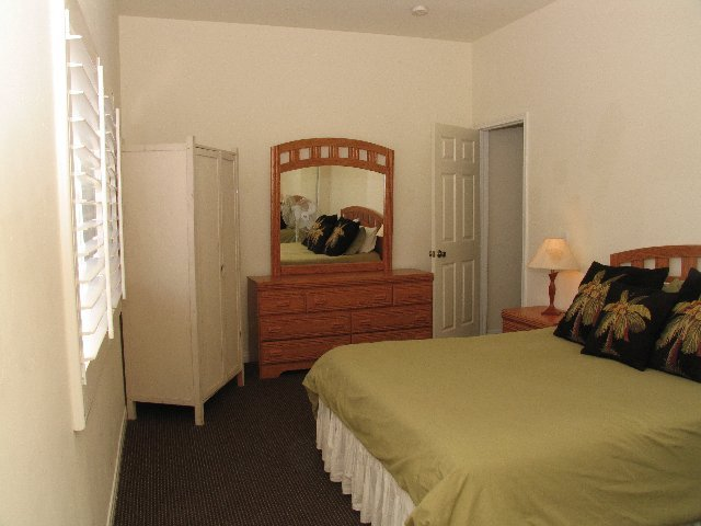 The mission sleeps 10 steps to beach master bedroom san for Master bedroom for rent san jose